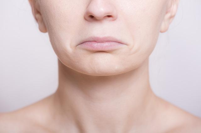 ヘルペス 原因 口唇