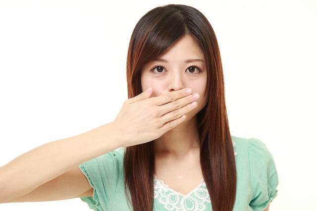 唇 が 腫れる 原因