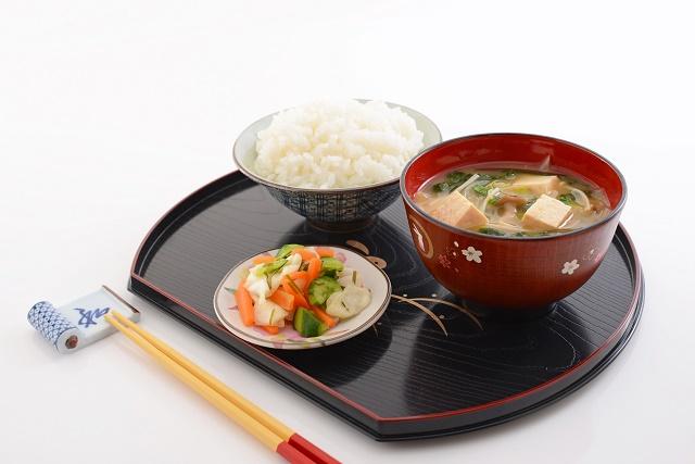 お味噌汁と白米