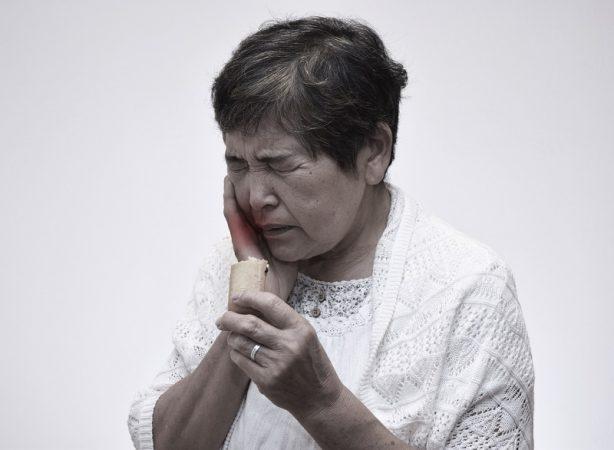 頭痛?歯痛?顔の激痛は三叉神経痛のせいかも。症状と原因と ...