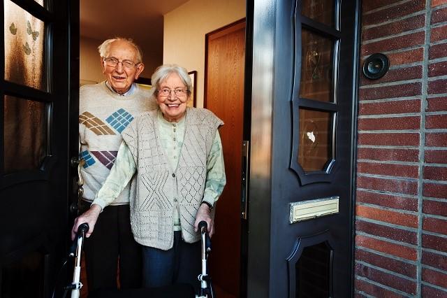 年配の夫婦